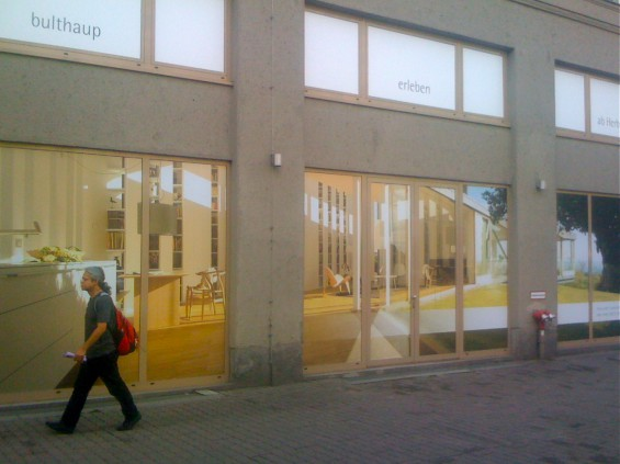 Bulthaup showroom berlin window overall beklebung for Bulthaup berlin